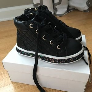 "New ""Steve Madden "" fashion sneakers size 10"